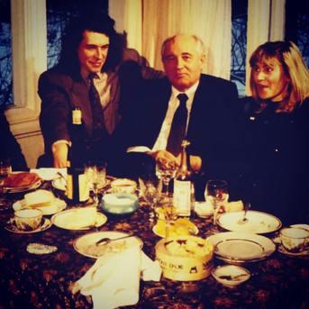 Quoi de mieux qu'un Mont d'Or Napiot pour immortaliser les moments historiques ! Photo prise à Moscou à la table de Mikhail Gorbatchev et publiée sur Paris-Match en 1996. Article rédigé par Doubs Mag. (Voir article complet sur notre page Facebook).