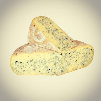 Le Bleu de Gex est un fromage à pâte persillée non cuite. Pour la petite histoire, le Bleu de Gex est le premier fromage au lait cru de vache à être protégé par une AOC. En effet le fromage au style ponctué a reçu son appellation en 1935. Bonne dégustation !