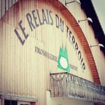 Un lieu d'information et de découvertes :  Le magasin du Relais du Terroir est aussi lieu d'information et de découvertes.   Déguster le Comté, le Mont d'Or, le Morbier devient encore plus savoureux une fois que l'on connaît mieux les origines et les phases de fabrication de ces nobles fromages.